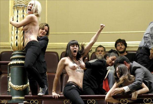 Pasan-disposicion-Femen-alteracion-Congreso_EDIIMA20131009_0222_5